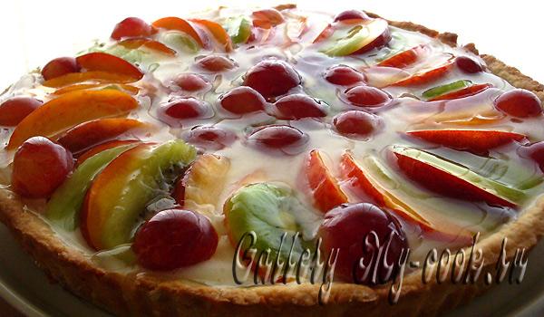 Легкий торт с фруктами в желе